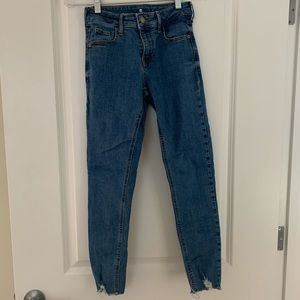 Mid-waist ankle cropped skinny jeans